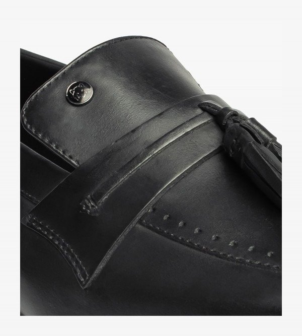 slip-ons-shoes-monte-black-detailed-angle